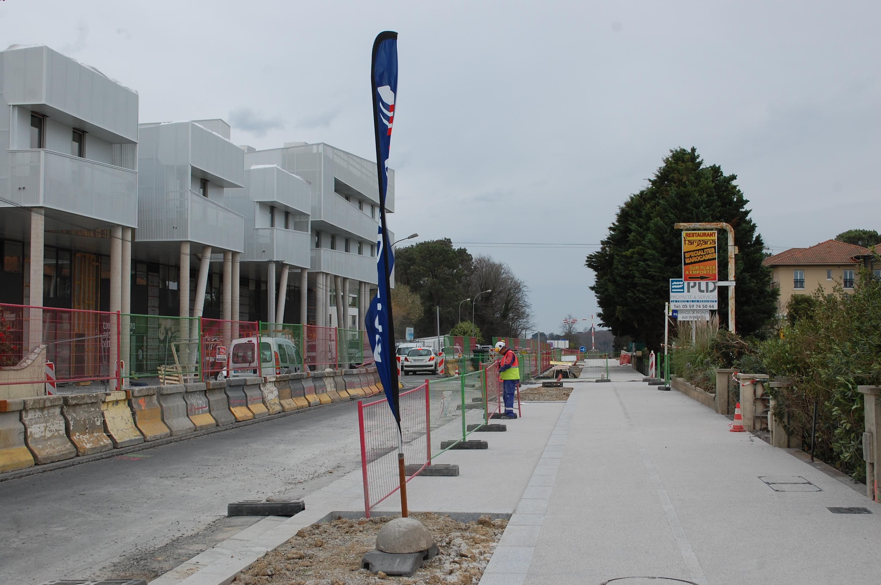 De larges trottoirs sur le boulevard Jacques Duclos à Tarnos
